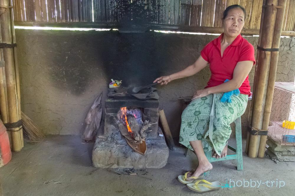 Жена изпича кафе Kopi Luwak на Бали