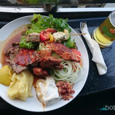 Чиния с храна в Sky Garden - Bali
