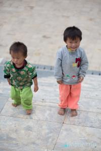 Момчета в центъра на градчето - SAPA